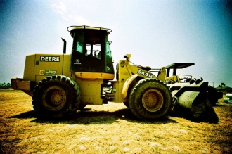 Deere Tops Expectations in Q1, Sees Lower Sales for Rest of 2014